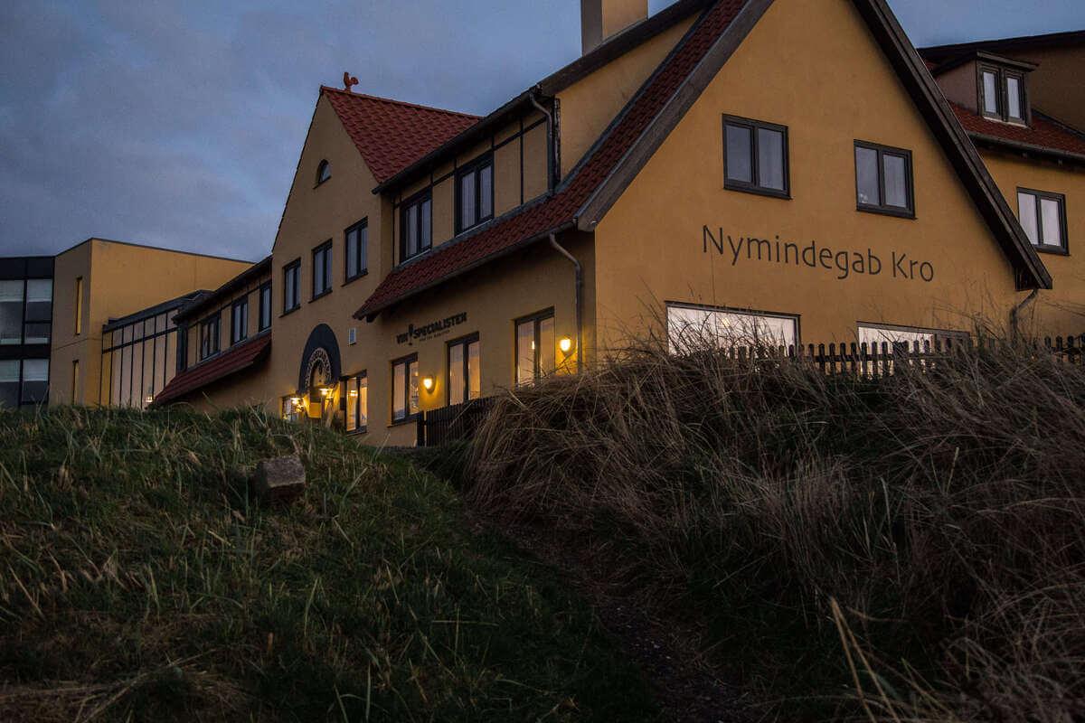 Kroen i aftenlys - Nymindegab Kro - foto Mikkel Bækgaard-2.jpg