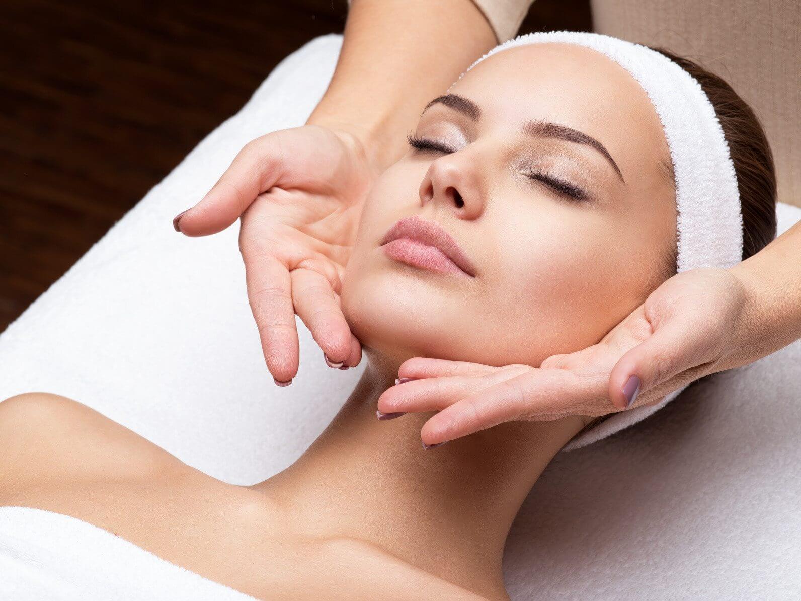 ansigtsmassage-samt-massage-af-haender-og-fodder-odense-gaveideer-dk_dk00103-b3f34c3e.jpg