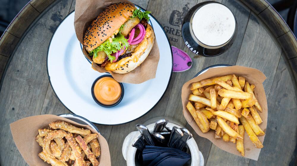 SKAAL Burger og fries.jpg